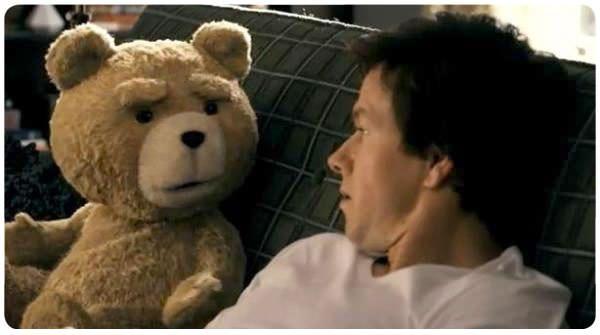 Ted: Mark Wahlberg y su osito de peluche 1