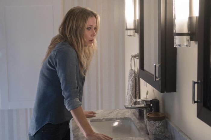 Dead to me (nueva serie de Netflix): el duelo, la culpa y una relación de amigas sumamente complicada 2