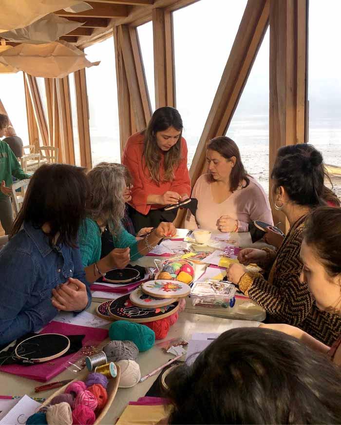 Violeta Imagina, un emprendimiento que fomenta el bordado y la creatividad 1