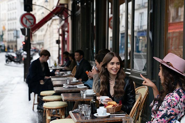 Emily in Paris, lo nuevo de Lily Collins en Netflix lleva el sello Darren Star 6