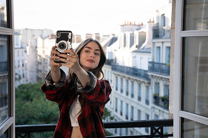 Emily in Paris, lo nuevo de Lily Collins en Netflix lleva el sello Darren Star 4