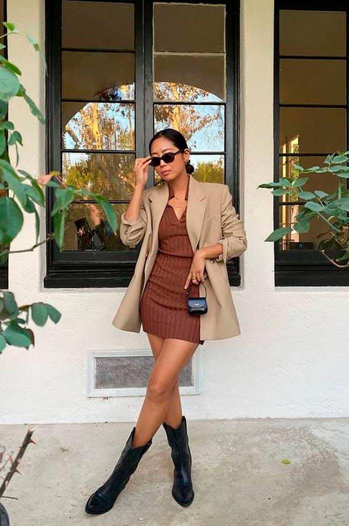 outfit café con neutros