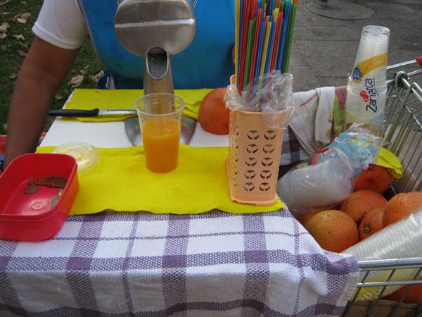 Bendito sea el carrito de jugo de naranja 1
