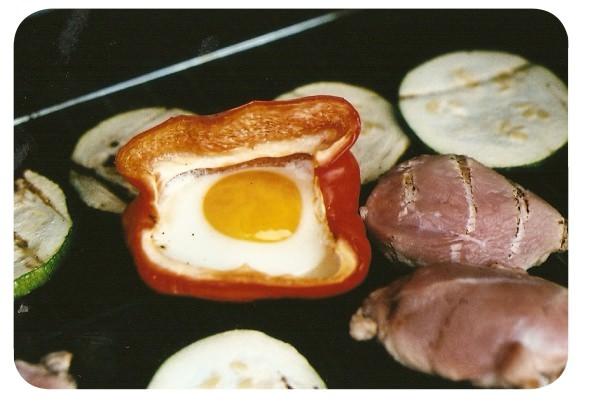 Pimentones con huevo a la parrilla 1