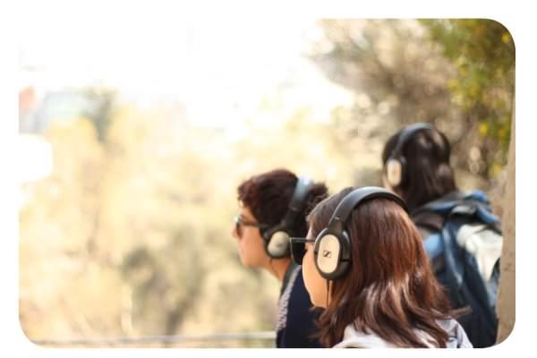 Susurrus: una obra con audífonos en el Cerro Santa Lucía 1